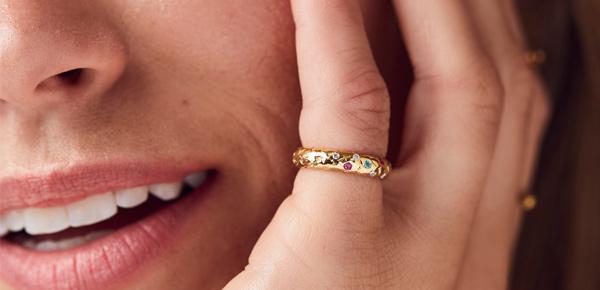 Model wearing a gold Birthstone confetti ring