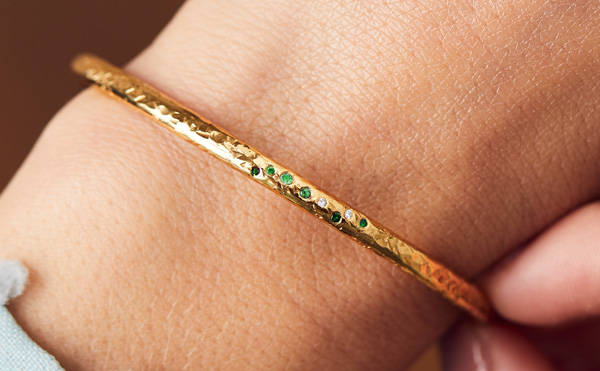 textured diamond gold ring