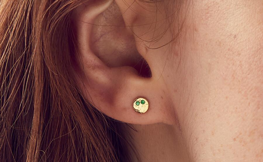 emerald diamond stud gold earrings