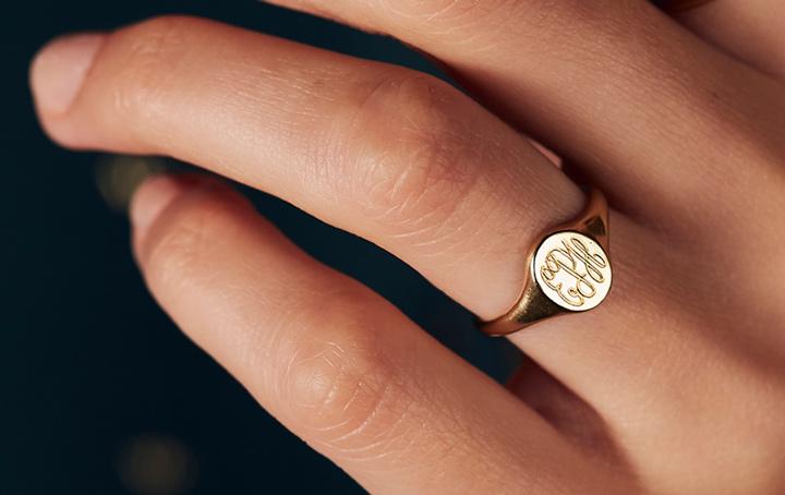 9ct gold signet ring